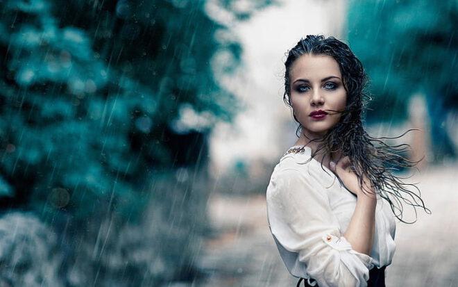فتاة عزباءتحلم انها في المطر